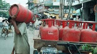 LPG cylinder,Dharmendra Pradhan,LPG on EMI,Online LPG payment,Cooking gas, LPG cylinder connection, धर्मेंद्र प्रधान, ऑनलाइप पेमेंट, रसोई गैस, एलपीजी सिलेंडर, ऑनलाइन पेमेंट