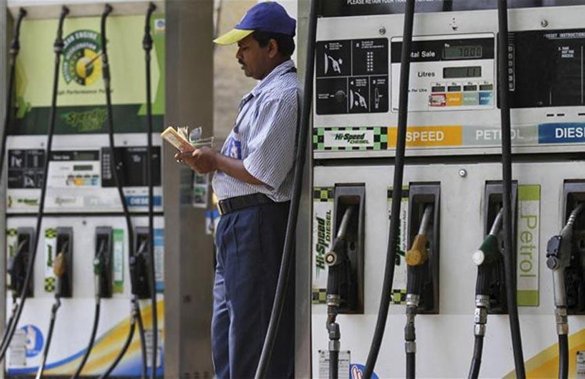 पेट्रोल में 32 पैसे तो डीजल मूल्य में 58 पैसे प्रति लीटर की कटौती | Jansatta