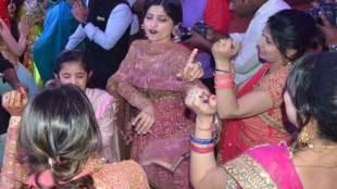 dimple yadav, dimple yadav dance, akhilesh yadav wife, shivpal yadav son marriage, aditya yadav marriage, dimple yadav dance in marriage, safai, samajwadi party, mulayam singh yadav, डिंपल यादव, डिंपल यादव डांस, अखिलेश यादव पत्नी, मुलायम सिंह यादव, समाजवादी पार्टी, शिवपाल यादव के बेटे की शादी, आदित्य यादव शादी