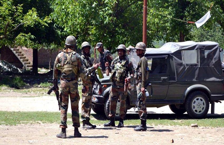 कश्मीर: सेना से मुठभेड़ में 5 आतंकी ढेर, दो सैनिक जख्मी