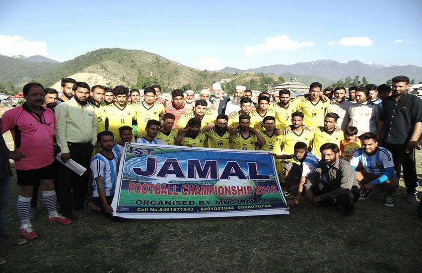कश्मीर: पहले क्रिकेट, अब आतंकवादी की याद में हो रहा है फुटबॉल टूर्नामेंट