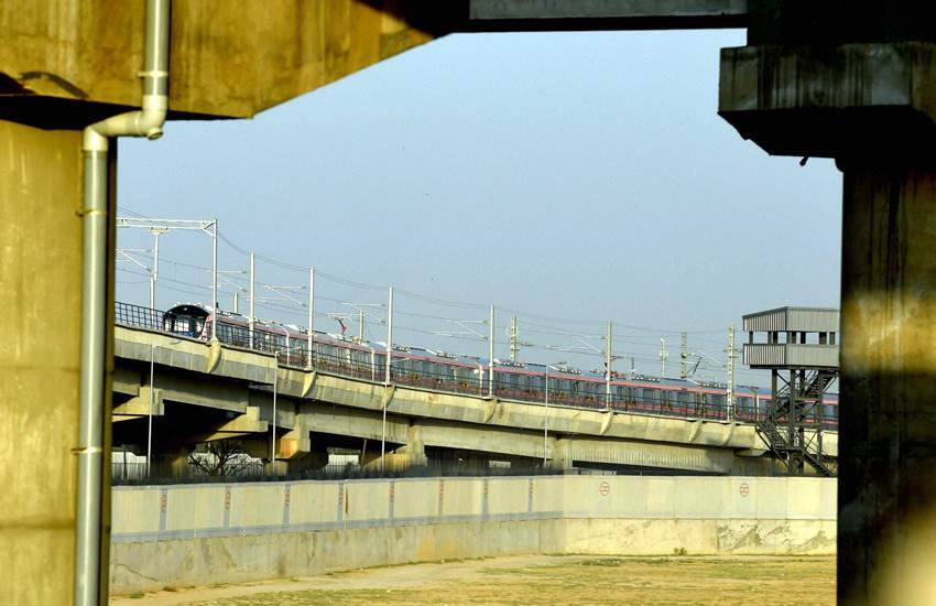 delhi metro, metro, record, u-guarders, track, dmrc