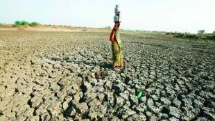 ramprakash kushwaha, column, jansatta ravivari stambh, water crisis, water crisis, water, firing, beaten, fir, betul, mp