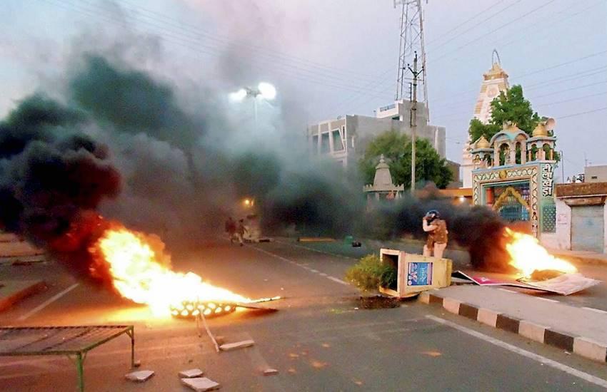 बुधवार को हालात और भी गंभीर हो गए जब हिंसा राज्य के अन्य हिस्सों में फैलने लगी।