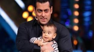 Salman Khan. Salman Khan video, Salman Khan Loveratri trailer launch, Salman Khan nephew, Salman Khan dance, Salman Khan and Ahil, Salman Khan dances with Ahil