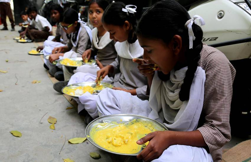 Mid Day Meal Scam in Tamil Nadu, Noon Scheme Scam in Tamil Nadu, 2,400 Crores Scam, Bribe Payment, Politicians and Officials, Income Tax Department, IT Raid, Christy Friedgram Industry, Food Items Supplier, Tamil Nadu Noon Meal Scheme, Payment of Kickbacks, Karnataka, Tamil Nadu, State News, Hindi News