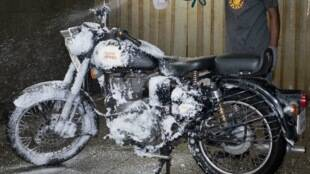 Royal Enfield Dry Wash system, Royal Enfield Dry Wash service center in chennai, save water plan, Royal Enfield Dry Wash servicing, dry wash motorcycle servicing