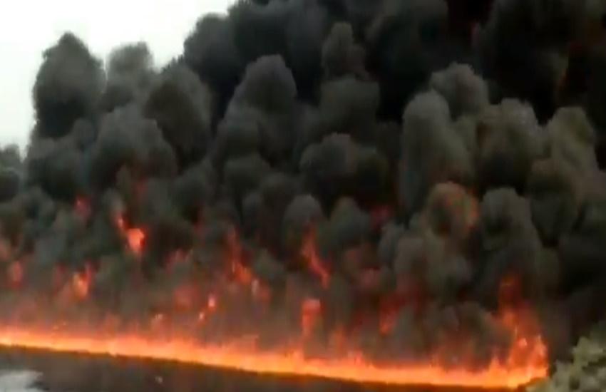 fire caught, burhi dihing river, oil pipeline blast, Dibrugarh, Assam, fire catch, river fire, oil fire, fire news, pipe line blast fire, dibrugarh fire, dibrugarh river fire, dibrugarh burhi dihing, hindi news, jansatta online, jansatta news