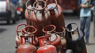 LPG Gas, Gas price hike, LPG Cylinder, LPG price, rise on LPG price, petrol-diesel price in india,petrol-diesel prices today,fuel price today, crude prices, fuel price in india today, petrol-diesel price in delhi,crude prices, brent crude,wti crude, पेट्रोल-डीजल के दाम, फ्यूल प्राइस, पेट्रोल-डीजल के दाम आज, आज पेट्रोल के दाम, पेट्रोल की कीमत, डीजल की कीमत, jansatta