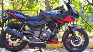 Second hand Bajaj Pulsar 220 sports bike in 30 thousand rupees know the complete information