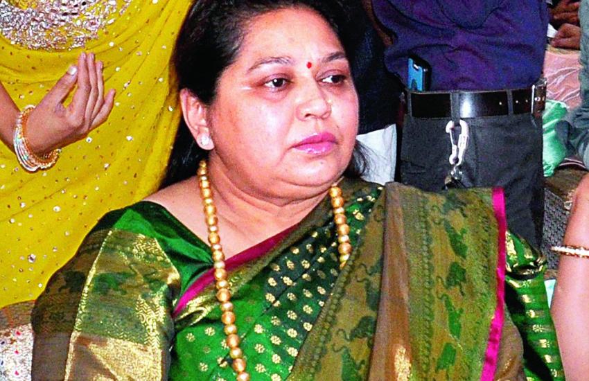 Mulayam Singh Yadav, Akhilesh Yadav, Sadhna Gupta
