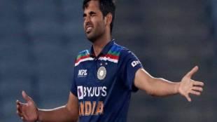 indian cricket team, bhuvneshwar kumar, mahendra singh dhoni, irfan pathan, most ball in t20I, jansatta