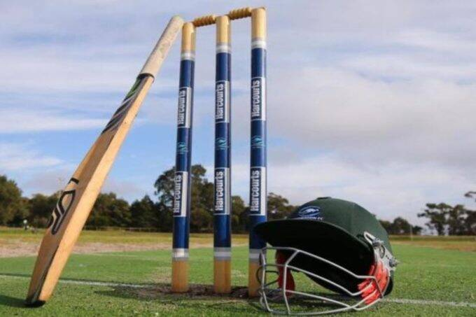 English cricketer arrested for sending inappropriate messages to minor girls