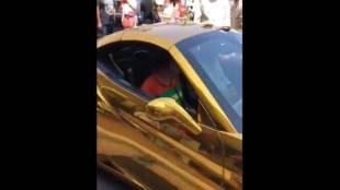 gold car, mahindra