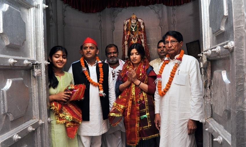 Dimple Yadav, Akhilesh Yadav SP, Mulayam Singh second wife