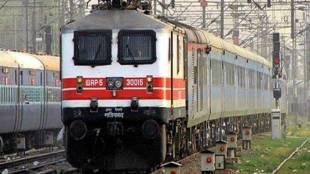 indan railway, railway station collapses, pushpak Express, chandani railway station, madhya pradesh, western central railway, national news, jansatta
