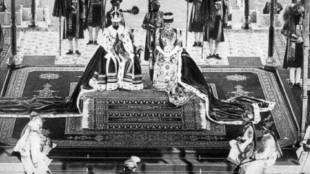 Nizam of Hyderabad, Mir Osman Ali paying homage to the King and the Queen at the Durbar of 1911