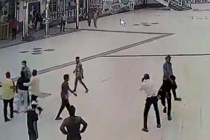 Ratlam Railway Station Fight