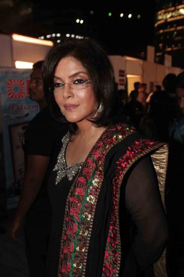 Dharmendra, Zeenat Aman