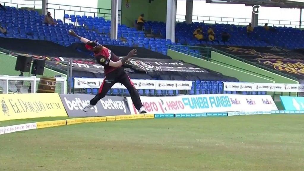 cpl-2021-mumbai-indians-star-kieron-pollard-and-shahrukh-khan-franchise-trinbago-knightriders-lost-in-super-over-akeil-hosein-takes-stunning-catch-video