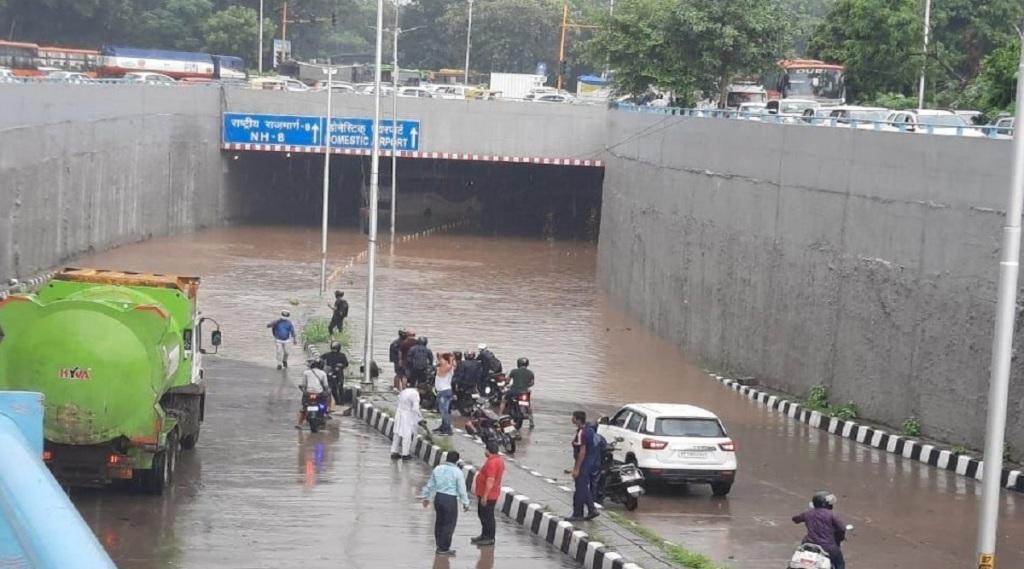 delhi airport, delhi airport rains, delhi airport waterlogged, delhi airport news, dlehi floght delays, delhi news, delhi rains,