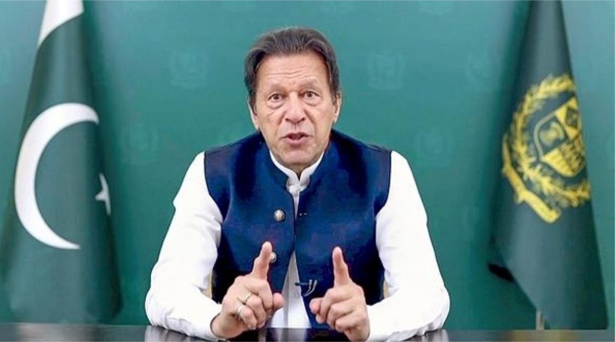 word war between indian and pakistani panelist in aajtak tv debate over imran khan speech in un