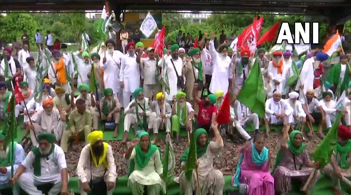 FIR on 8 including farmer leader for burning effigies of PM Modi, Yogi, while hundreds were nominated for stopping railways in Haryana
