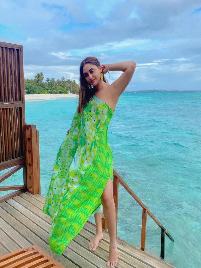 Krystle D'Souza's fashionable avatar seen in Maldives