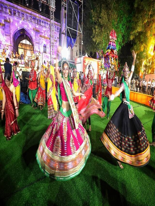 What is the special connection of Navratri and Garba?