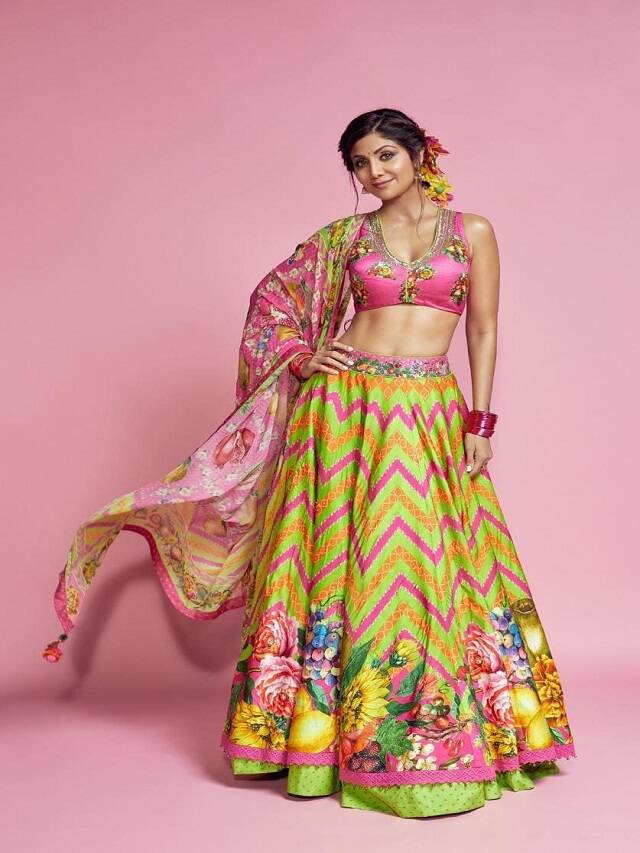 Wear these 9 colors according to the day in Navratri