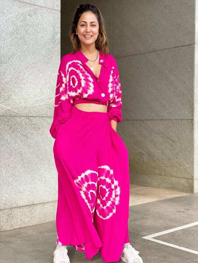 Did you see Hina Khan's pink outfit look?