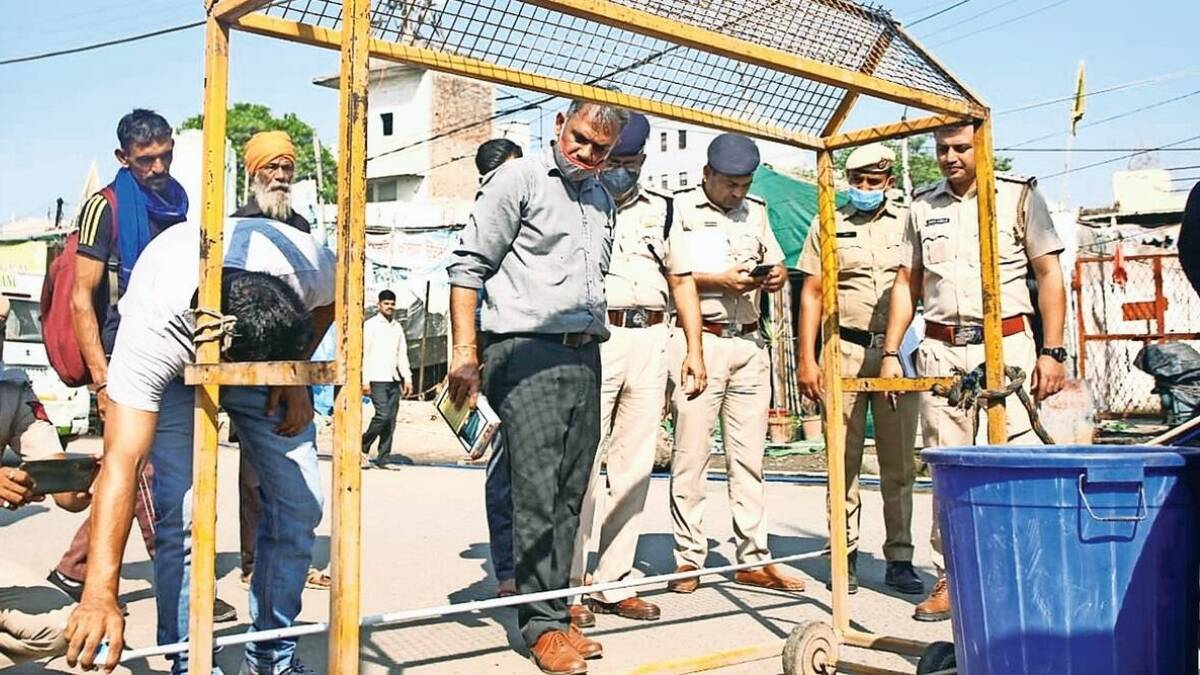 Murder near farmer protest site singhu border decease was father of three children needle of suspicion around Nihangs
