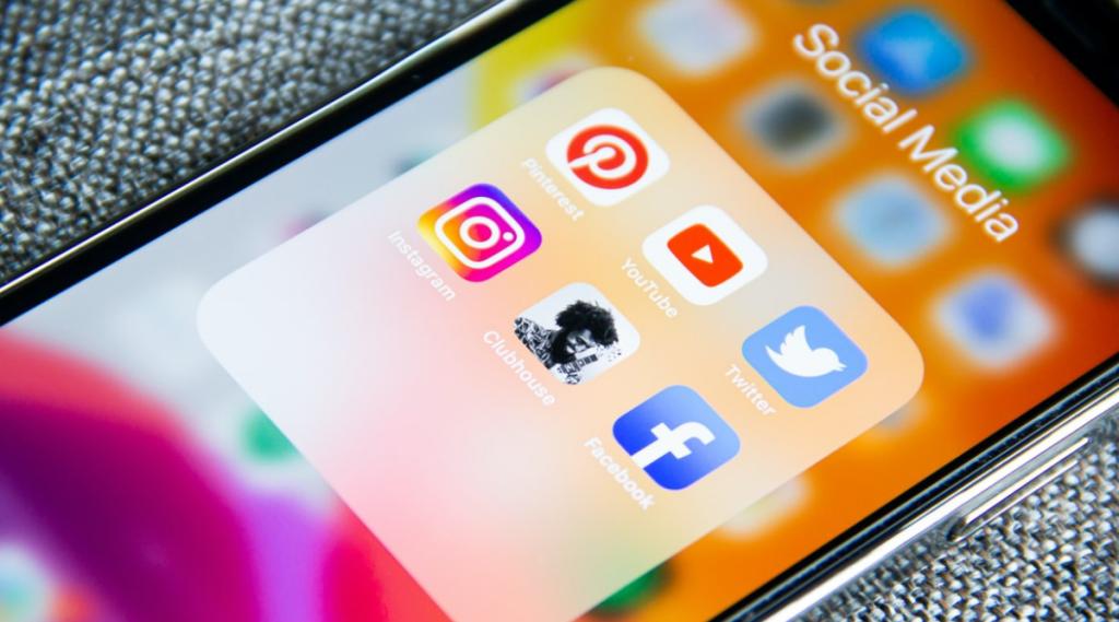 social media, facebook, whatsapp, instagram