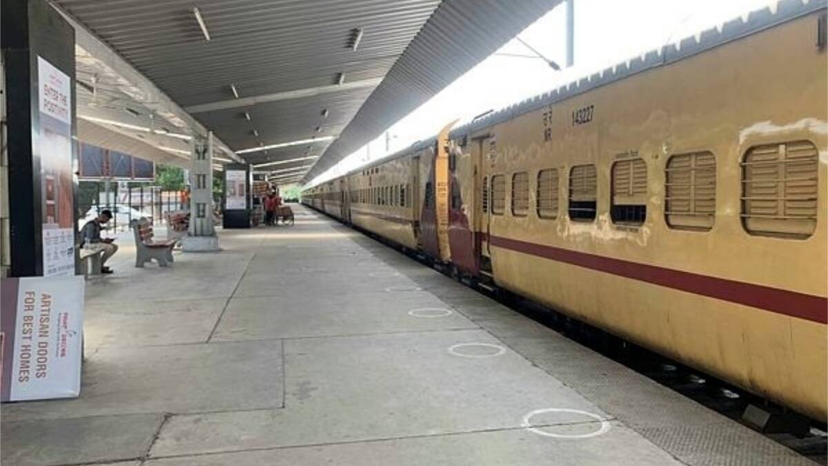 Blast in CRPF special train at Raipur railway station, 6 injured